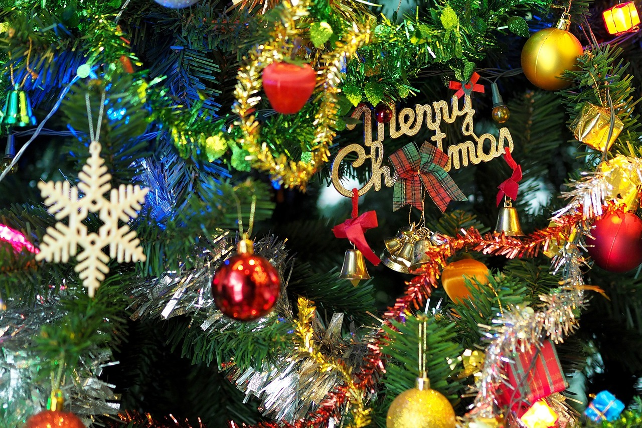 the-christmas-tree-1081320_1280.jpg